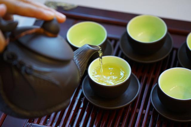 Pha trà sâm dứa